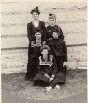 Women's Intramural Basketball Team, ca. 1918 by University Archives