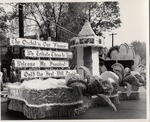 Homecoming Float Welcoming President Quincy V. Doudna, 1956